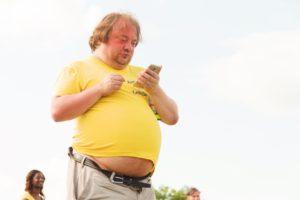 مجرد تواجد الوجبات السريعة بالقرب منك، قد يجعلك سمينًا: