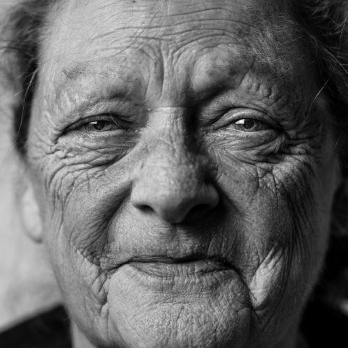 الحفاظ على الشباب وتأخير الشيخوخة ... نقدم لكم أفضل الطرق الطبيعية